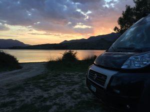 Amika, Camper im Sonnenuntergang